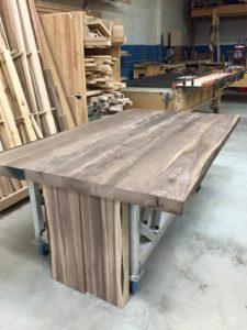 fabrication table en noyer massif