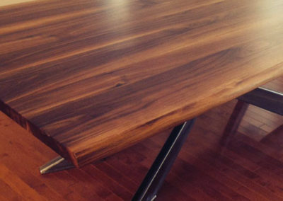 table en noyer massif moderne
