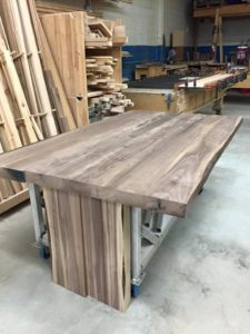 fabrication table en noyer massif